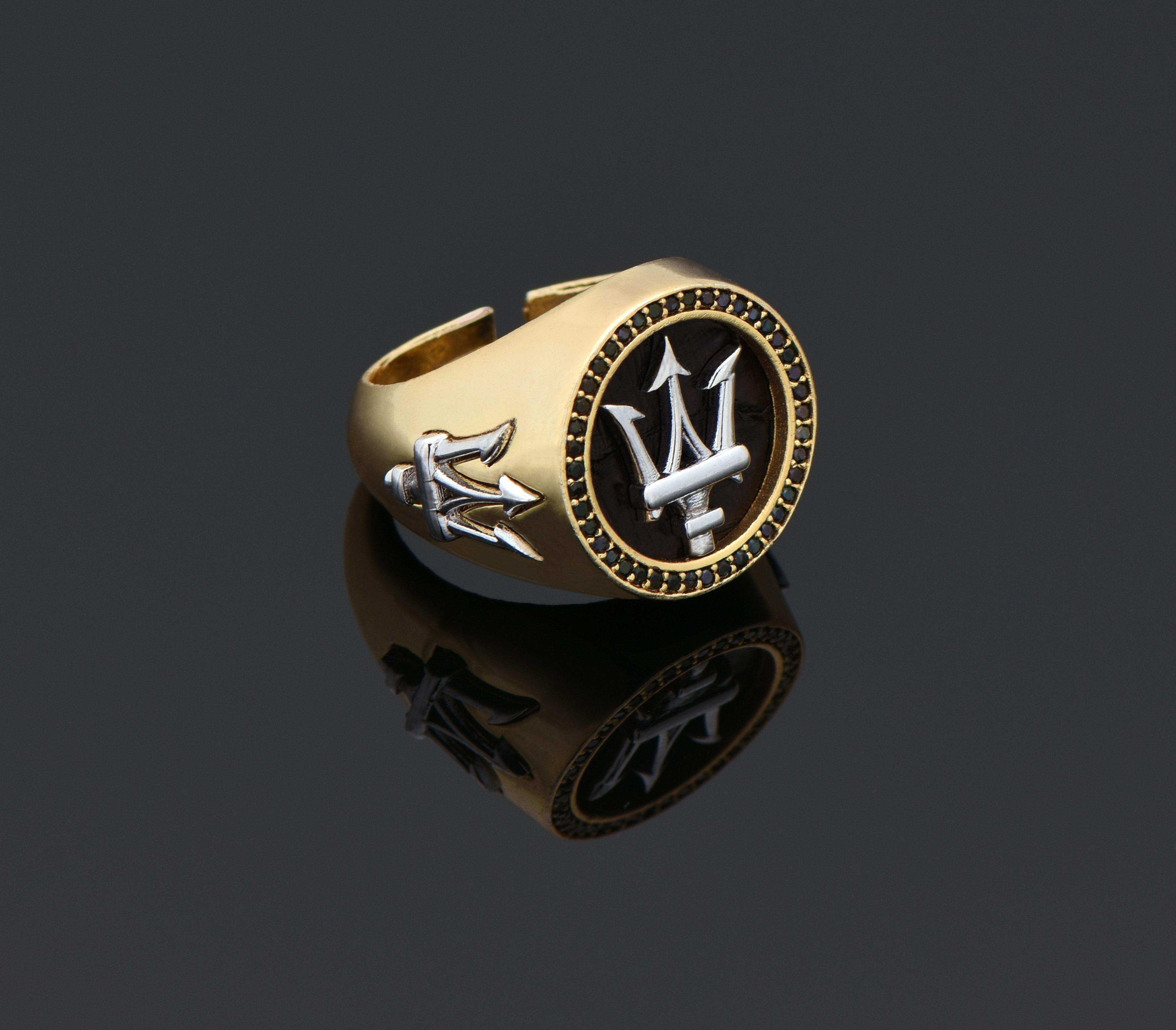ZCN Zirkon Taşlı Siyah Piton Derisi Maserati Altın Yüzük - YÜZ0189